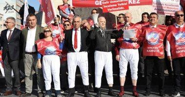 أتراك يتظاهرون بالملابس الداخلية ضد أردوغان لتدنى الأوضاع الاقتصادية.. صور