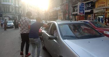 فيديو وصور.. الإسكندرانية يوزعون الشربات على السيارات احتفالا بالمولد النبوى
