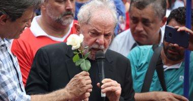 صور.. الرئيس البرازيلى الأسبق يواصل لقاءاته بمؤيديه عقب خروجه من السجن
