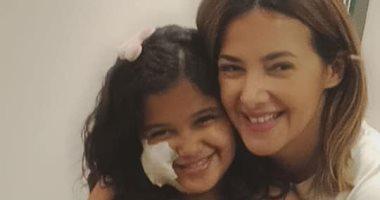 شاهد.. دنيا سمير غانم تحقق أمنية طفلة بعد تعرضها لحادث أليم