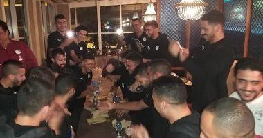 المنتخب الأولمبي يحتفل بعيد ميلاد أكرم توفيق
