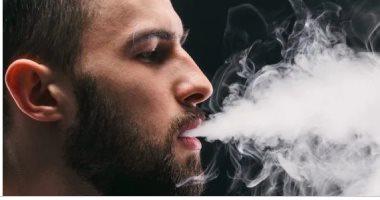 التدخين الإلكترونى لأشهر قصيرة يعرض الشباب لأمراض اللثة وسرطان الفم
