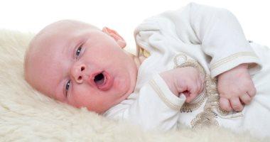 علامات تدل على إصابة طفلك بالخناق.. أبرزها التنفس بصوت عالٍ