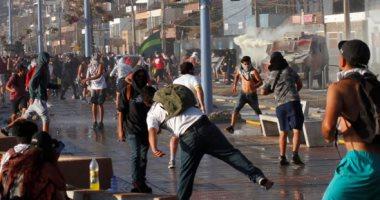 متظاهرون يضرمون النار فى شوارع تشيلى خلال اشتباكات مع الشرطة