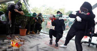 """شرطة هونج كونج تطلق الغاز المسيل للدموع فى حرم جامعة """"سيتى"""" وسط اضطرابات"""