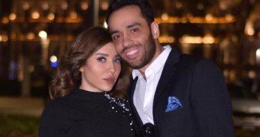 """زوجة رامي جمال تدعم الفنان بعد إعلانه إصابته بمرض البهاق وتغني """"زي الشمس"""""""