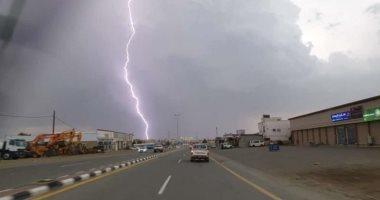 طقس الخليج.. أمطار وانخفاض بدرجات الحرارة على السعودية والإمارات والبحرين