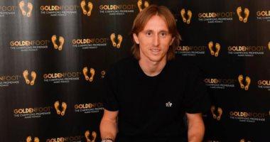 لوكا مودريتش يتوج بجائزة القدم الذهبية 2019