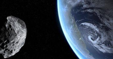 كويكب بحجم ملعبي كرة قدم يمر بالأرض بسرعة 65000 ميل فى الساعة