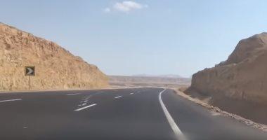 صور و فيديو .. مواطن يوثق رحلته فى طريق (شرم الشيخ - القاهرة) الجديد