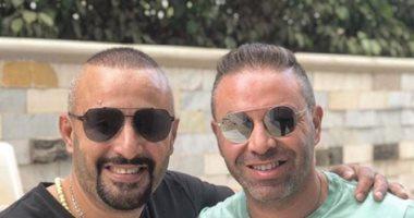 """أحمد السقا ينشر صورة مع حازم إمام ويعلق: """"الخلوق عشرة عمرى"""""""