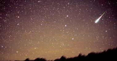 دش نيزكى يضىء السماء بـ20 شهابا فى الساعة ويتزامن مع القمر الوردى قريبا