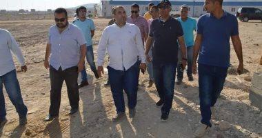 مساعد نائب وزير الإسكان يتفقد مشروعات مدينتي سوهاج وأخميم الجديدتين