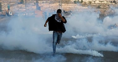 عشرات الفلسطينيين يتظاهرون بالقرب من مستوطنة بيت إيل فى الضفة