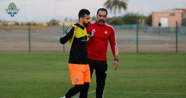 شاهد لحظة مغادرة عبد الله السعيد مران معسكر بيراميدز بالمغرب للإصابة