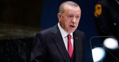 أردوغان يصعد من قمعه ضد الصحفيين.. تركيا تلغى البطاقات الصفراء لـ 685 صحفيًا