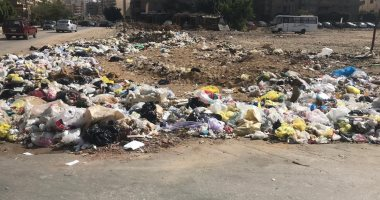 قارئ يشكو تراكم القمامة ومخلفات البناء أمام عمارات التوفيقية بمدينة نصر