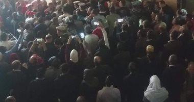 وصول المتهمين بقتل محمود البنا لمحكمة شبين الكوم لبدء الجلسة الثالثة