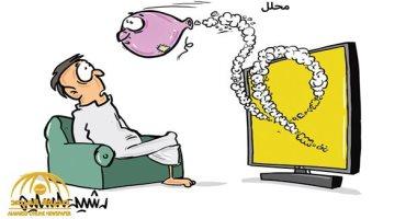 """كاريكاتير صحيفة سعودية.. المحرضون عبر الشاشات كـ""""ثعابين"""" تطارد المشاهد"""