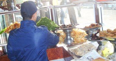 """""""تموين دمياط"""" تحرر محضرًا لمطعم شهير رفض بيع كيس فول بـ3 جنيهات لمواطن"""