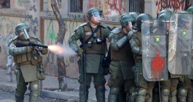 صور.. تصاعد وتيرة العنف فى تشيلى والشرطة تستخدم المياه لتفريق المتظاهرين