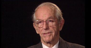 حصل على جائزة نوبل مرتين.. 8 معلومات عن فردريك سانجر فى ذكرى رحيله