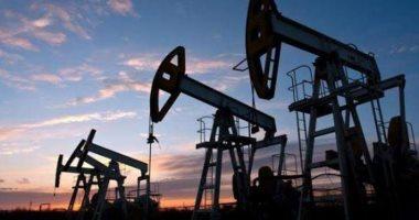 النفط يتماسك قرب 44 دولارا ويتجه نحو انخفاض أسبوعى بفعل مخاوف الطلب