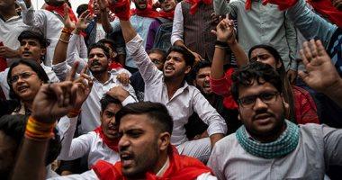 طلاب الهند يحتجون على رفع الرسوم واشتباكات مع الشرطة