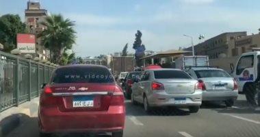 فيديو.. شلل مرورى تام بشارع جامعة القاهرة
