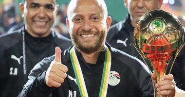 وائل رياض مدرب المنتخب الأولمبى يحتفل بعيد ميلاده الـ38