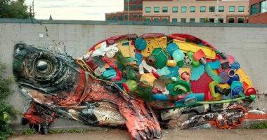 حيوانات ضخمة من القمامة فى شوارع البرتغال للتوعية بخطورة تلوث البيئة.. صور