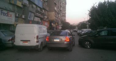 قارئة تشكو من وجود سيارات تعوق الطريق أمام منزلها بشارع صلاح سالم