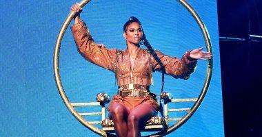 صور.. استعراض سيارا يخطف الأذهان فى حفل American Music Awards