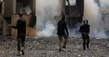 الأمن العراقى يطلق قنابل الغاز على المتظاهرين بشارع محمد القاسم