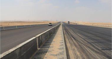 حواجز حديدية لفصل حركة السيارات عن أعمال صيانة خزانات بالدائرى منعا للزحام