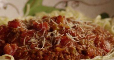 طريقة عمل اللحم المفروم بالصلصة بالنكهة الإيطالية