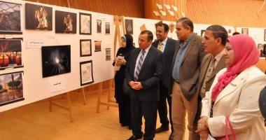 صور.. رئيس جامعة كفر الشيخ يفتتح معرض الفنون التشكيلية ويتفقد كلية الطب