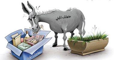 """كاريكاتير الصحف الإماراتية.. الحوثيون كـ""""الحمار"""" يأكل المساعدات الانسانية"""