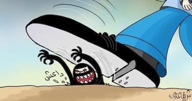 كاريكاتير إماراتى.. العالم يدهس تنظيم داعش الإرهابى بالحذاء