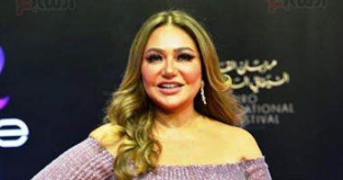 حيوا أبو الفصاد.. احتفال خالد ابن ليلى علوي بعيد ميلادها والأخيرة: فرحتنى جدا