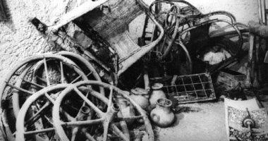 شاهد العجلات الحربية لـ توت عنخ آمون قبل نقلها للمتحف الكبير.. فيديو