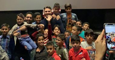 أحمد عز فى عرض لفيلم الممر أمام أطفال تقدروا تعملوا أحلى من