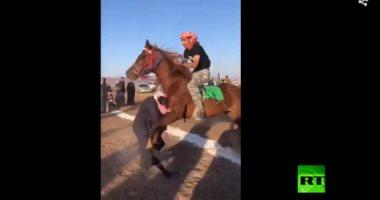 """""""مشجعش بضمير"""".. حصان يدهس مشجعا سعوديا خلال سباق بمنطقة حائل"""