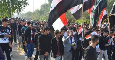 أعداد كبيرة من المتظاهرين العراقيين يتوافدون على ساحة التحرير فى بغداد