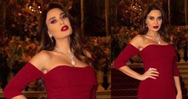 سيرين عبد النور تخطف الأنظار بمجوهرات ضخمة وفستان أحمر بباريس.. صور