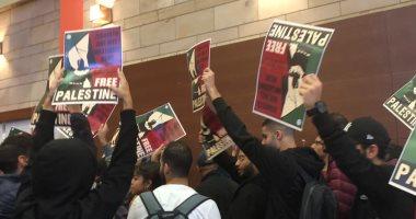 طلاب الجامعة الأمريكية يهتفون ضد الصهيونية فى ندوة لسفيرى أمريكا السابقين