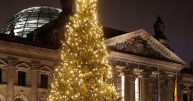 صور.. شوارع ألمانيا تتزين بأشجار عيد الميلاد استعدادا لاحتفالات الكريسماس