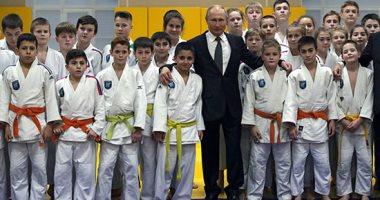 """صور.. الرئيس الرروسى يزور نادى """"الجودو"""" فى سان بطرسبورج ويكرم أعضائه"""