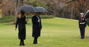 صور وفيديو.. ترامب ينسى ميلانيا أثناء توجهه للطائرة قبل السفر إلى لندن