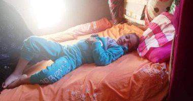 صور.. حقنة بالخطأ تصيب طفلة بالوادى الجديد بشلل فى النخاع الشوكى